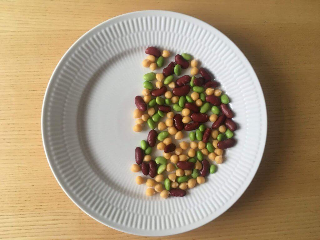 Tallerken med 100 g forskellige bælgfrugter