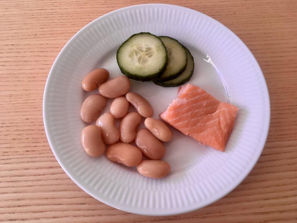Limabønner, laks og agurk som mellemmåltid til børn